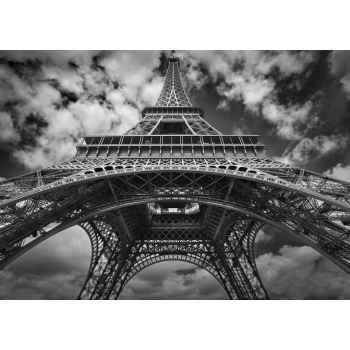 Πύργος του Άιφελ στο συννεφιασμένο Παρίσι