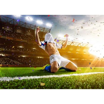 Ποδοσφαιριστής χαίρεται την νίκη του