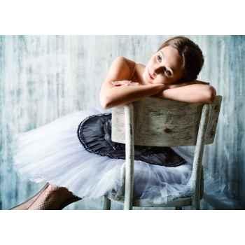 Δασκάλα μπαλέτου ξεκουράζετε στην καρέκλα