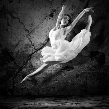 Χορευτική φιγούρα από επαγγελματία χορεύτρια