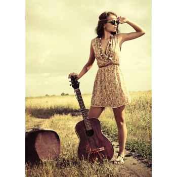 Κορίτσι μαζί με την κιθάρα της