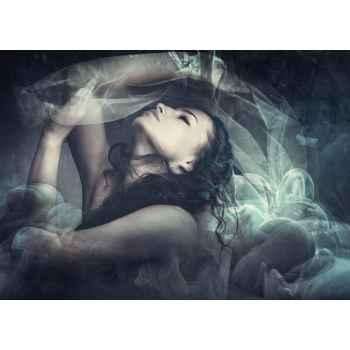 Γυναίκα μέσα σε σύννεφο