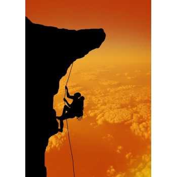 Ορειβάτης στο ηλιοβασίλεμα
