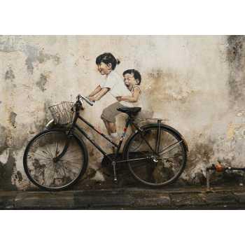 Ζωγραφισμένα παιδιά πάνω σε ποδήλατο στην Μαλαισία