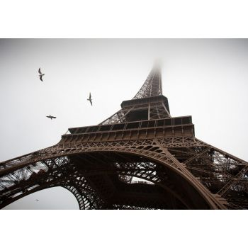 Ο Πύργος του Άιφελ σε συννεφιασμένη μέρα