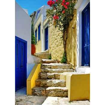 'Ομορφο πολύχρωμο σοκάκι σε Ελληνικό νησί