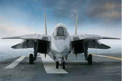Μαχητικό τζετ σε αεροπλανοφόρο