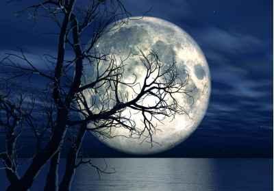Φεγγάρι πάνω από την θάλασσα