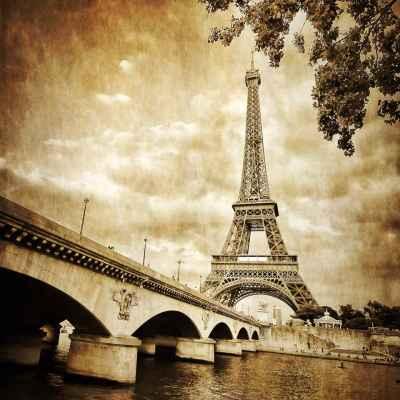 Ο Πύργος του Άιφελ στο ποτάμι